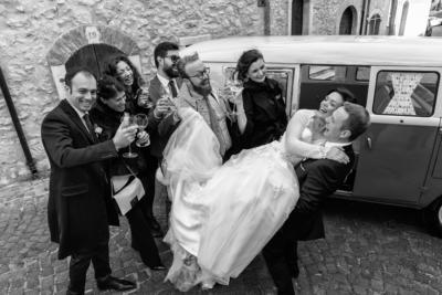 sposi con gli amici