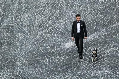 lo sposo e il  suo cagnolino